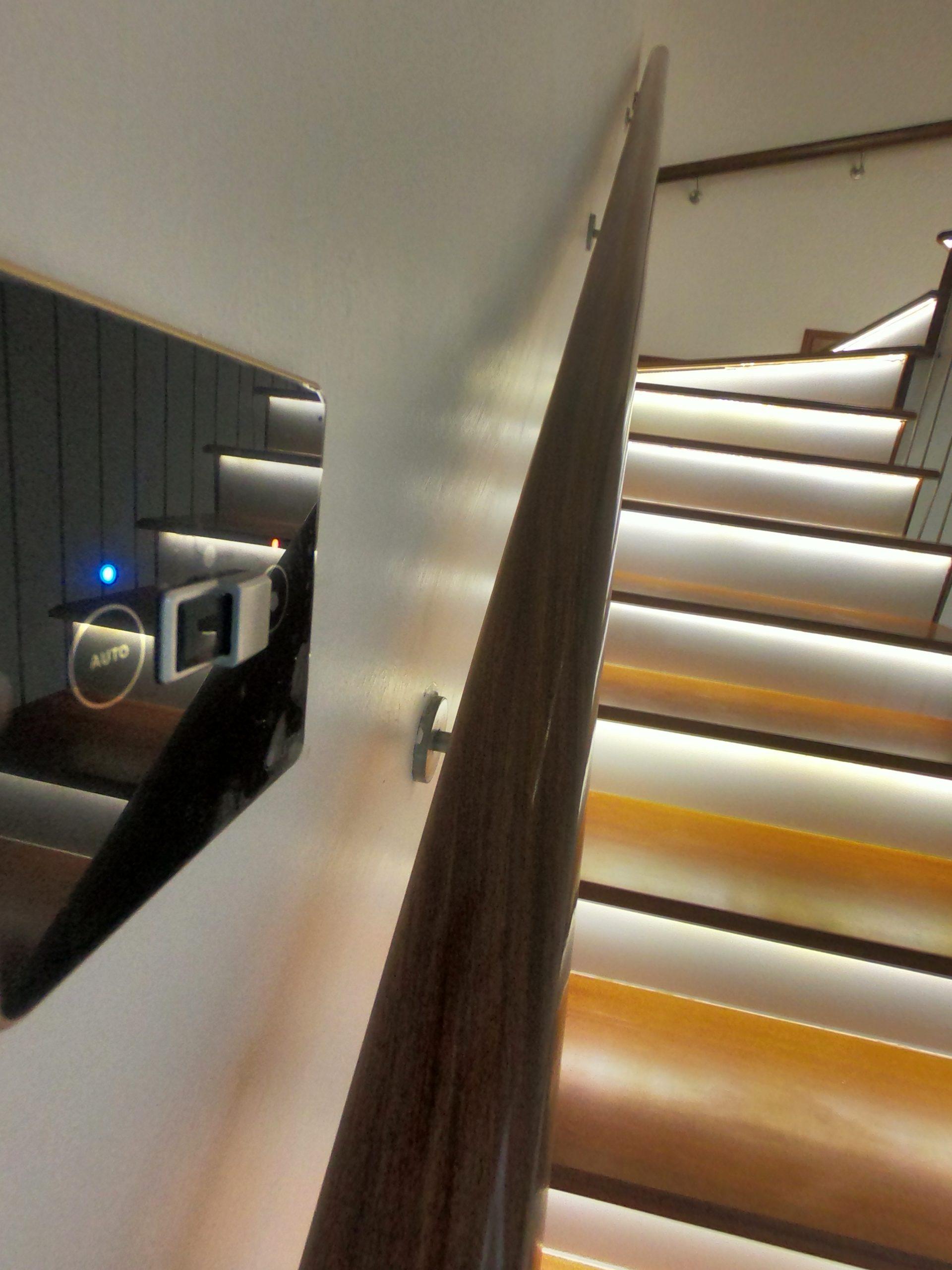 Đèn led thông minh bậc thang