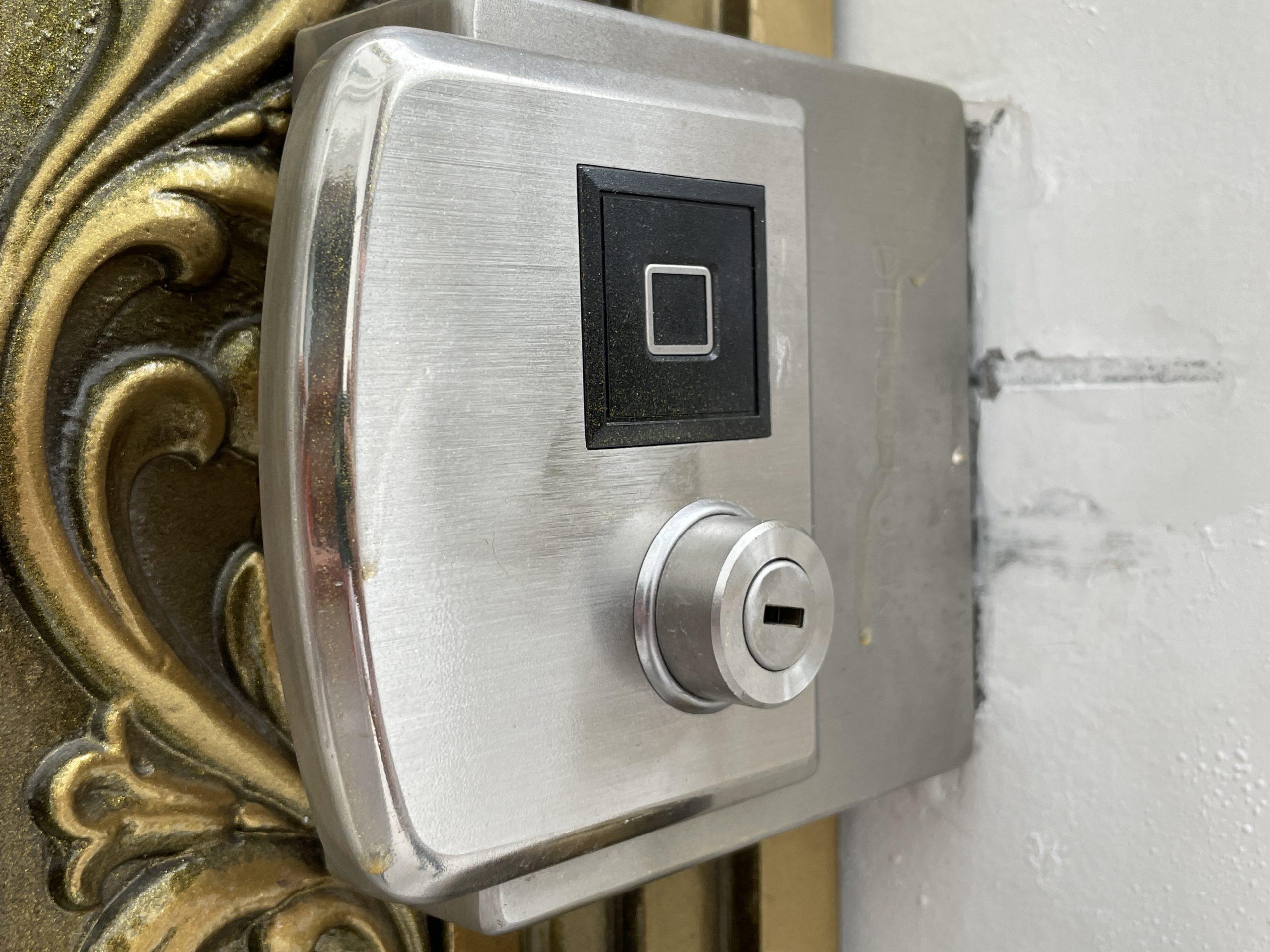 khóa cổng vân tay thông minh